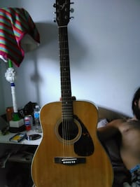 brown and black acoustic guitar 806 km
