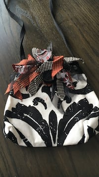 women's black and white floral sling bag Richland, 18951