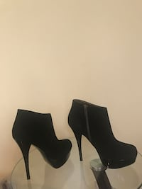 Black suede side-zip high heeled booties New York, 11237