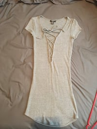 gray and white scoop neck cap sleeve shirt Woolwich, N2J