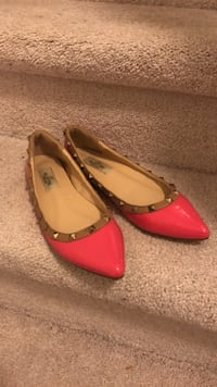 Pair of red leather flats 惠特彻奇-史托维尔, L4A 1Y5