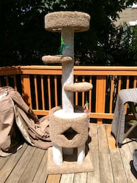 Cat condo excellent condition Alexandria, 22315