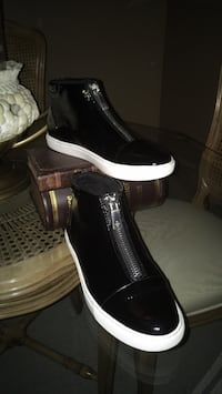 Ladies black patent leather high top sneakers zip front like new size 8 1/2 by KennethCole  Oakville, L6K 1Y8