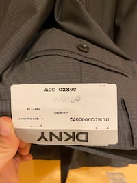 DKNY 2 button brand new suit Des Plaines, 60016