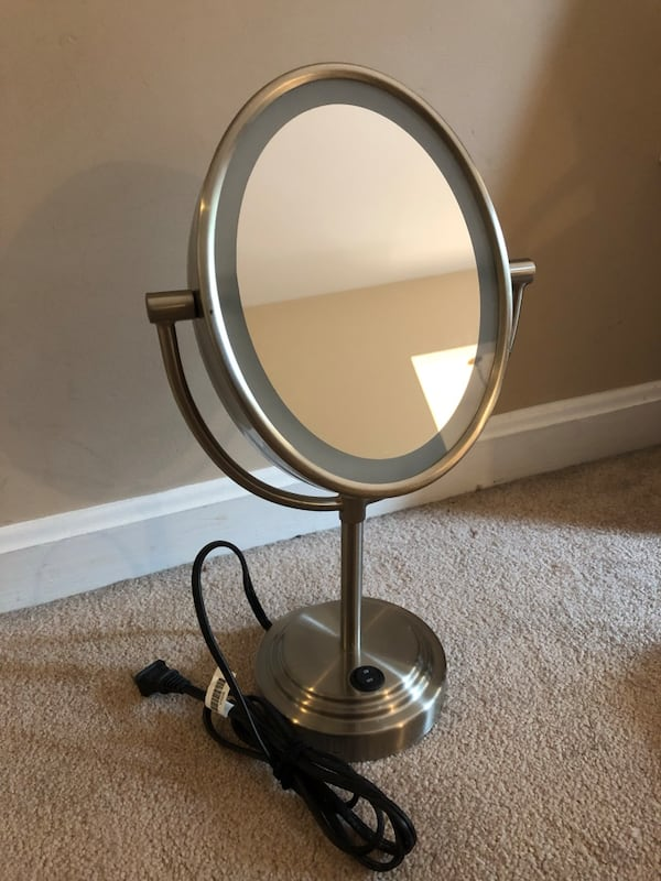 Lighted bathroom mirror 9937e8b3-96ae-43b6-a3a3-26e17528f5d0
