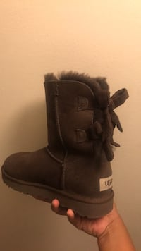 UGGS SIZE 6 Baltimore, 21206
