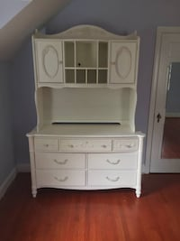 Wood Bedroom Set With Hutch Bed Nightstand - Will Deliver Washington, 20011