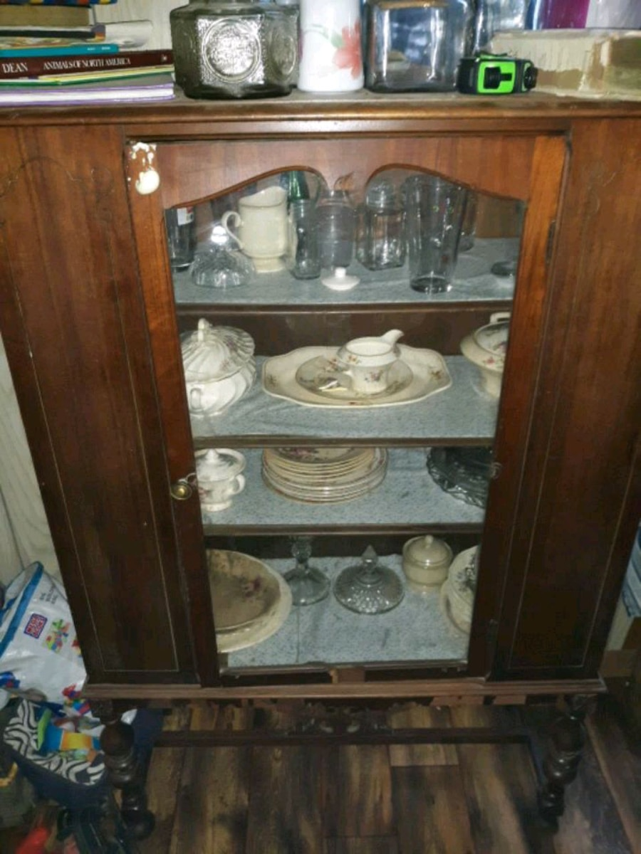 Photo Antique china cabinet 200 obo