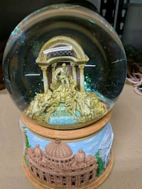 Trevi Fountain musical snowglobe