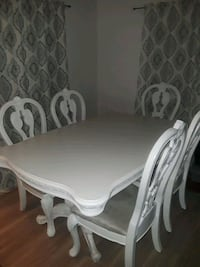 SOILD WHITE VINTAGE DINNING TABLE 5 CHAIRS West Palm Beach, 33405