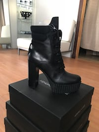 BRAND NEW Kendall+Kylie leather boots ! BOTTES NEUVES en cuir kendall+Kylie !