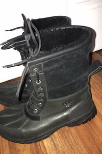 Ugg boots only worn once size 10 in men  Bensville, 20603