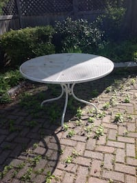 Round white metal patio table Beverly, 01915
