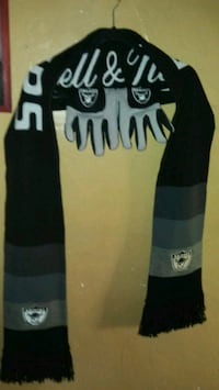 New Mitchell and ness raiders scarf   East Los Angeles