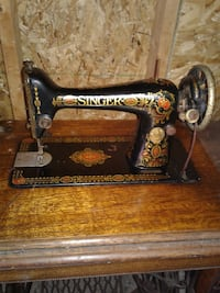 Antique Singer sewing machine with caninet Broadview