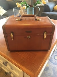 Antique small suitcase Huntington Beach, 92646