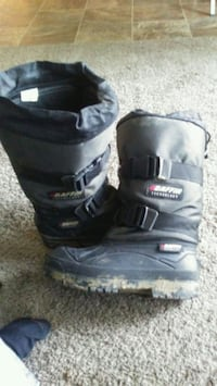 black-and-gray Baffin duck boots 3140 km