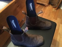 pair of gray Blundstone suede round toe Chelsea boots 787 km