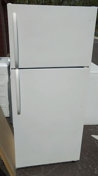 White Frigidaire refrigerator Washington, 20032