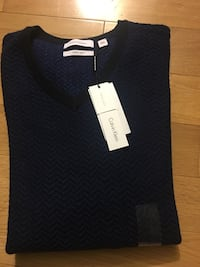 Navy sweater for men size medium + large Montréal, H4M