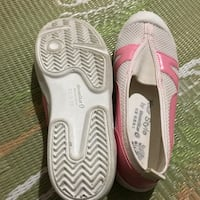 Pair of white-and-red flip flops size 5,5 or 22,5 Falls Church, 22046
