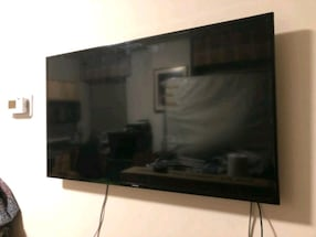 "47"" Samsung Smart TV w/wall mount"