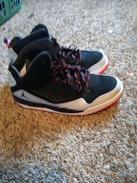 pair of black-and-white Jordan basketball shoes Roland, 50236