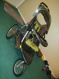baby's black and yellow jogging stroller Hollywood, 33024
