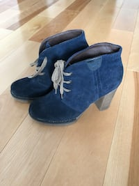 Pair of blue suede chunky heeled booties Terrebonne, J6V