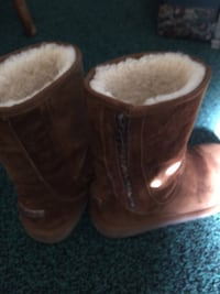 Pair of chestnut ugg sheepskin boots Ellicott City, 21042