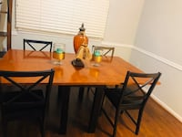 Beautiful table with four chairs Woodbridge, 22193
