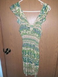 green and white floral sleeveless dress West Fargo, 58078