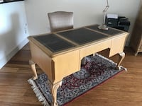 urgent !!! Today today priced reduced again !!!!  need the desk gone ASAP as we are moving this next 2 days ! Gorgeous $3500 new classic style heavy oak wood desk a real beauty only $500 been reduced huge discount from $1500 previously  Edmonton, T5J
