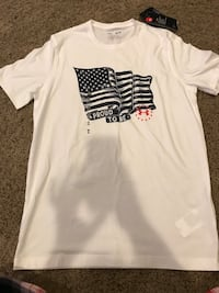 New with tags men's under armour size small shirt