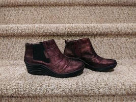 New Women's Size 7M  Leather Bootie,  [Retail $139