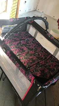 Baby's black and pink floral travel cot Arvin, 93203