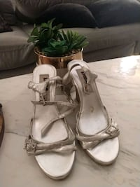 pair of white leather open-toe heels 51 km