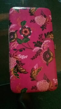 pink and white floral wallet Virginia Beach, 23452