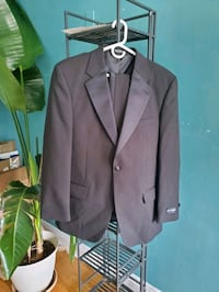 men's tux with tux shirt included Chicago, 60640
