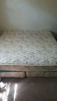 white and gray floral mattress Painesville, 44077