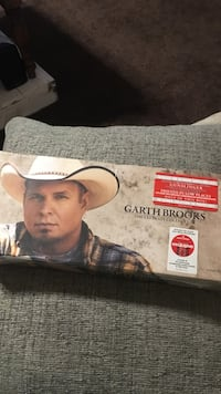 "Garth Brooks ultimate collection *New in box"" never opened Cottondale, 35453"