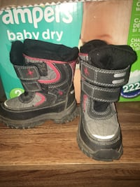 Black-and-gray velcro snow boots