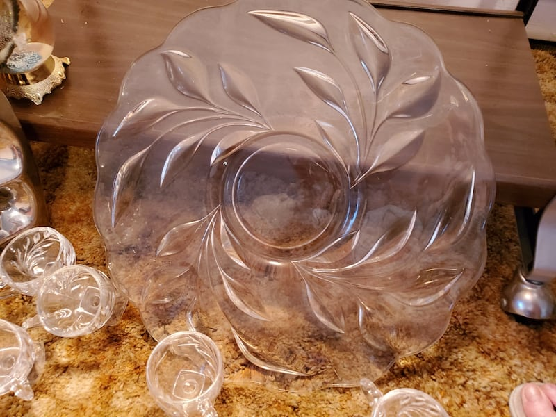 Lead crystal punch bowl + 22 cups & platter bbde6730-7929-419d-88c6-0cfd69eaad1e