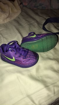 Nike Purple Sneakers for Toddler-Size 4 New York, 10456