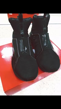 Womens PUMA Shoes -SIZE WOMEN 6.5 - BLACK