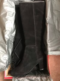 Black Suede Boots (new, in box) Toronto, M5S 1S4