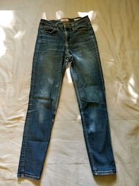 GUESS skinny jeans 1981 size 28 Toronto