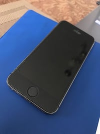 Unlocked iPhone 5s 16gb with 3 cases and screen protector   Brampton, L6R 3K4
