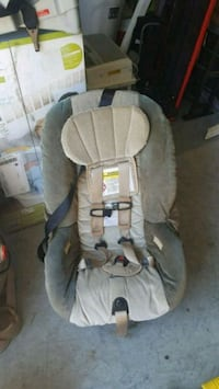 baby's gray and white car seat Elizabeth, 07202