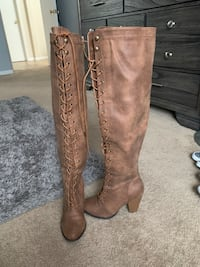 Brown/ peanut butter heeled boots size 6 Missouri City